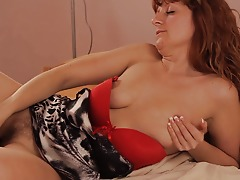 This naughty housewife loves to play with her cootchie